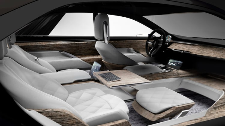 Varsovia 39 s upcoming phev is your luxury office on wheels for Interieur voiture de luxe