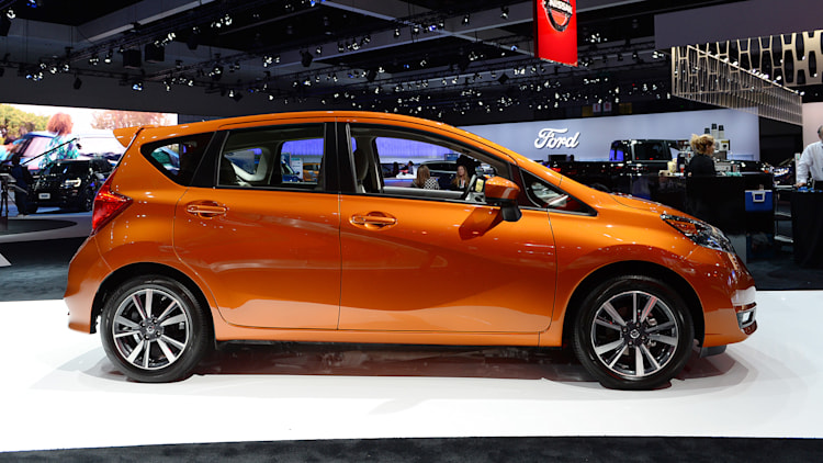 2017 nissan versa note la 2016 photo gallery autoblog. Black Bedroom Furniture Sets. Home Design Ideas