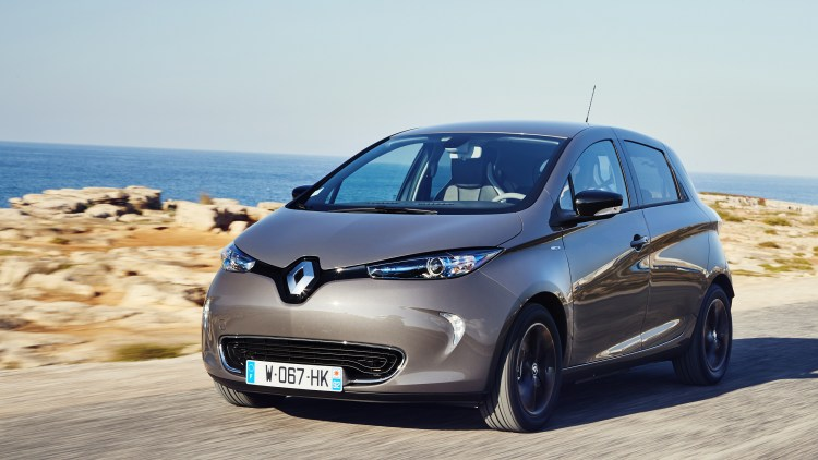 a practical winner long range renault zoe ev first drive autoblog. Black Bedroom Furniture Sets. Home Design Ideas