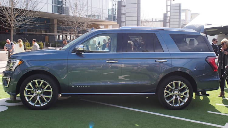 The 2018 Ford Expedition goes aluminum and gets bigger ...