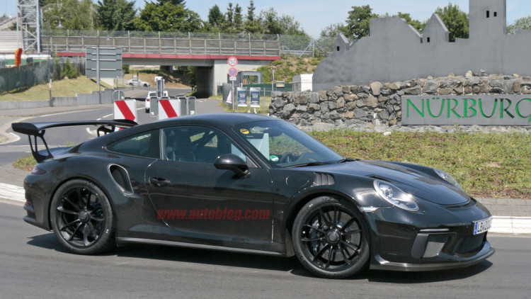 porsche 911 gt3 rs spotted on the road with gt2 rs hood ducts autoblog. Black Bedroom Furniture Sets. Home Design Ideas