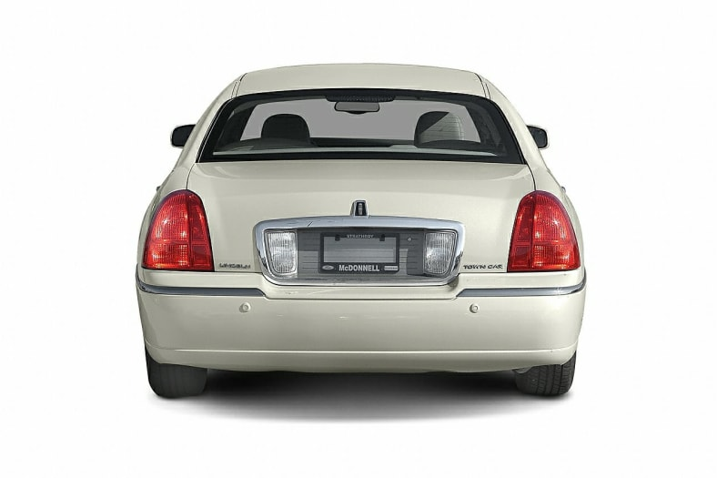 2004 Lincoln Town Car Exterior Photo