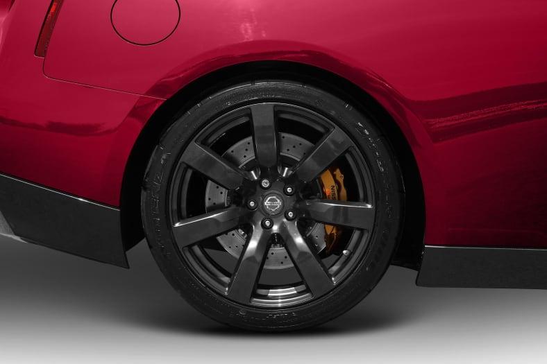 2010 Nissan GT-R Exterior Photo