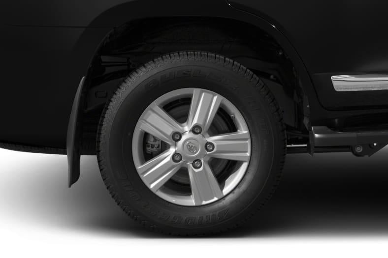 2013 Toyota Land Cruiser Exterior Photo