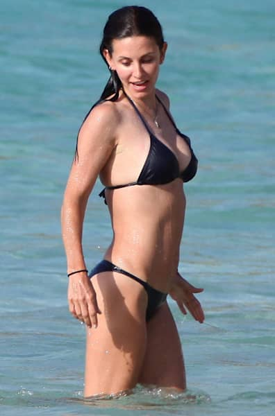 celebs-in-bikinis-over-40-courteney-cox-