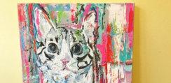 生まれつき2本足の猫、アーティストの創作意欲をかきたてる存在として大人気に