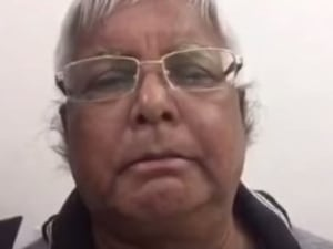 RJD Chief Lalu Prasad Makes His Dubsmash Debut With Narendra Modi Mimicry