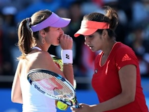 Sania Mirza, Martina Hingis Storm Into China Open Women's Doubles Final