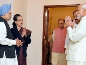 PM Modi Meets Sonia Gandhi, Manmohan Singh To Break Deadlock Over GST Bill
