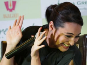 A Woman Accused Sonakshi Sinha Of 'Selling Her Skin' During A Twitter AMA