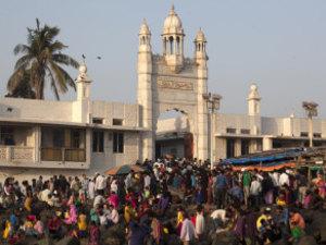 Maharashtra Government Supports Women's Entry In Haji Ali Dargah