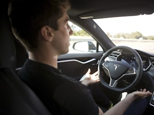 Regulator: Tesla crash shouldn't hinder self-driving research