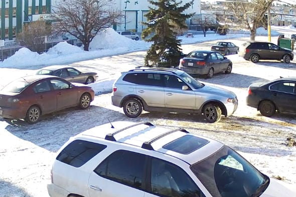 Video: Incredibly ham-fisted driver makes huge parking fail