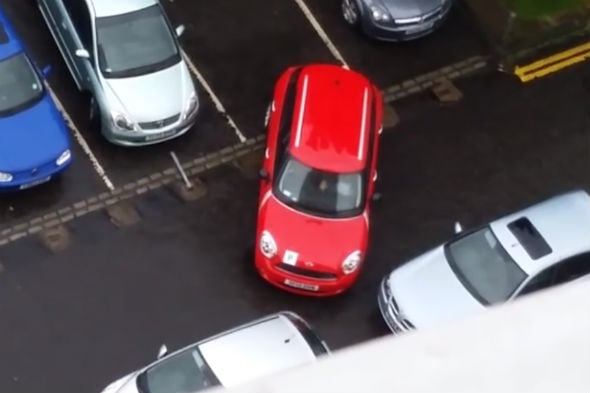 Video: Glasgow driver takes 17 minutes to reverse park