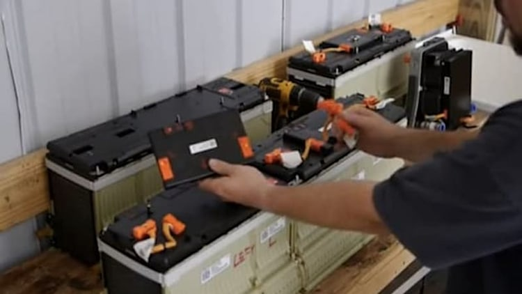Take a close look at the guts of the Chevy Volt battery, powertrain