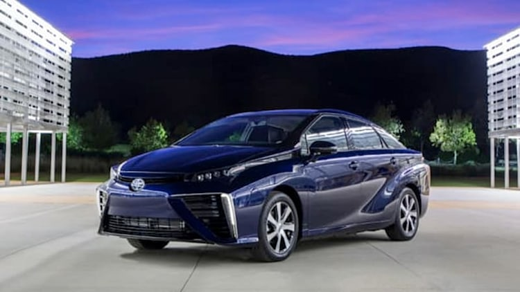 Toyota has 200 orders for 2016 Mirai hydrogen fuel cell car