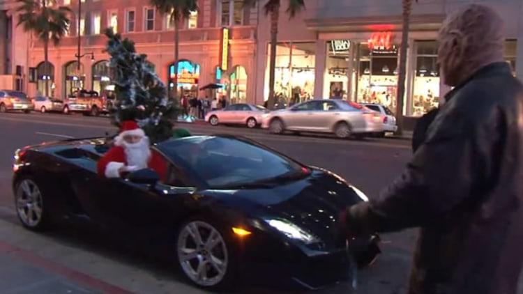 Santa upgrades to Lamborghini Gallardo, spreads joy in LA