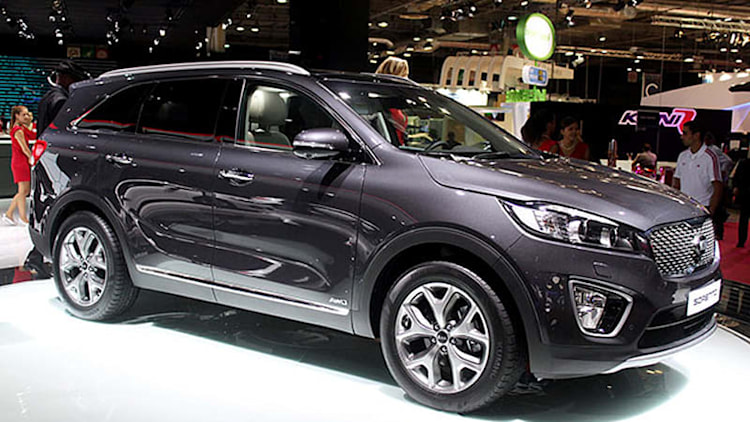 2015 Kia Sorento shows its new face in fashion-forward Paris