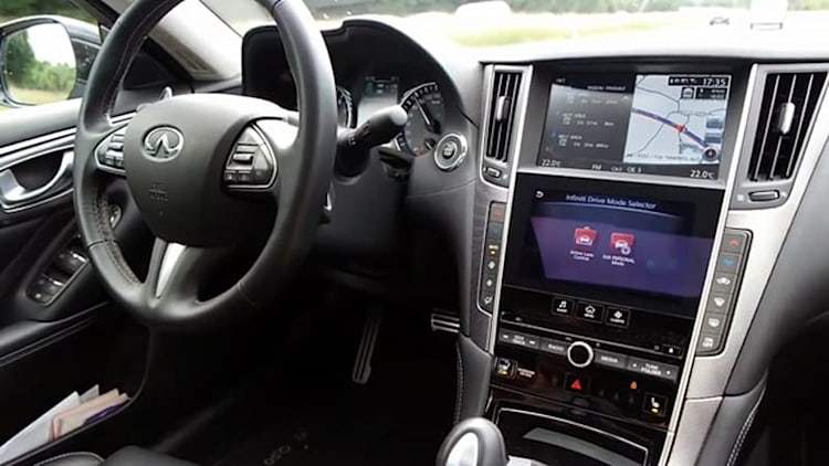 Infiniti Q50 Active Lane control is scarily self-driving