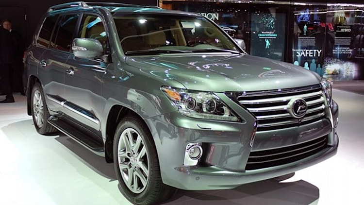 2013 Lexus LX 570 gets GS-inspired minor facelift