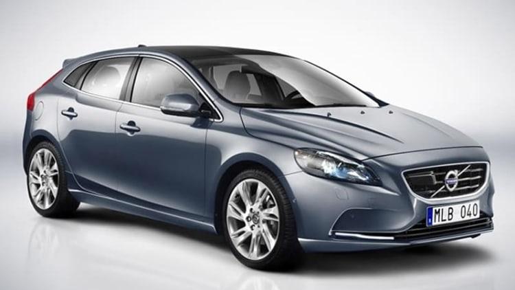 Volvo drops the full skinny on new V40