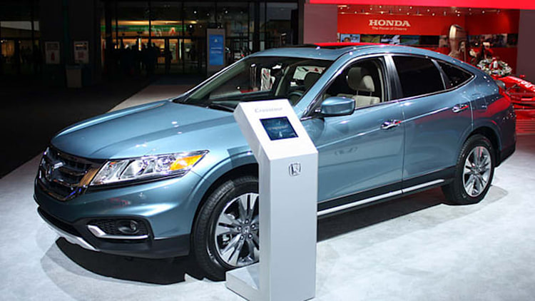 2013 Honda Crosstour tiptoes onto the floor