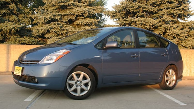 NHTSA investigating 561k Toyota Prius hybrids for possible steering shaft defect