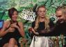 『スーサイド・スクワッド』女優3人娘がインタビュー中に突然「乳首当てゲーム」始めて楽しそう!【動画】
