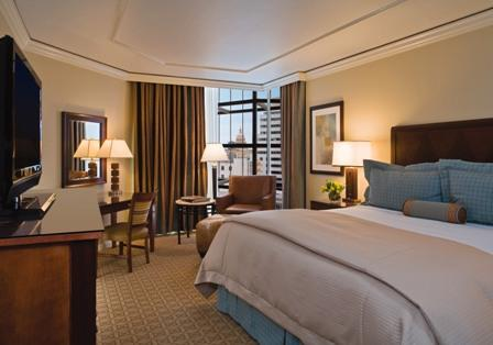 The Omni Austin Hotel Downtown features 301 spacious guest rooms, 46 club rooms and suites, 42 one-bedroom suites and 3 two-bedroom suites.