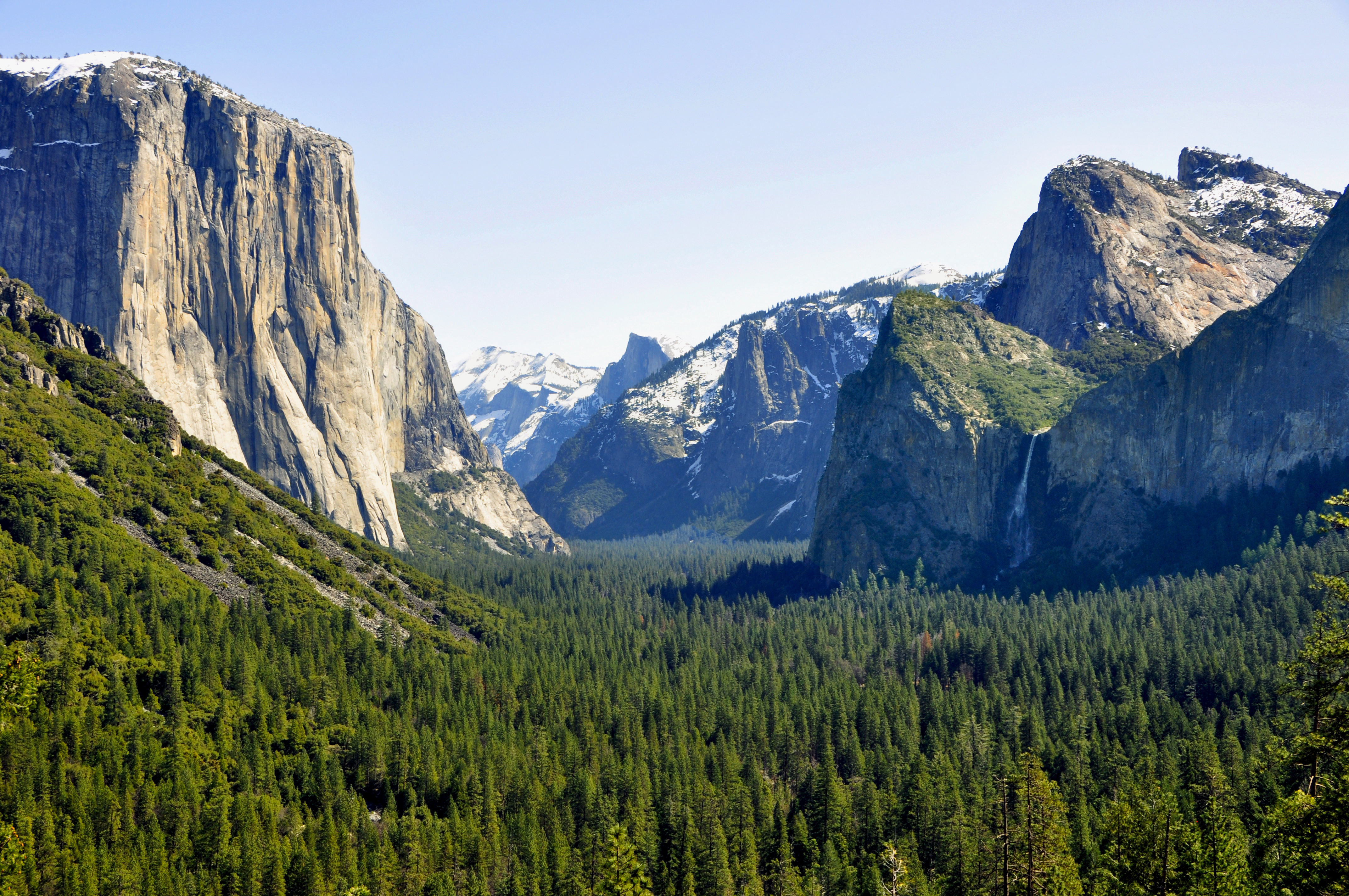http://en.wikipedia.org/wiki/File:1_yosemite_valley_tunnel_view_2010.JPG