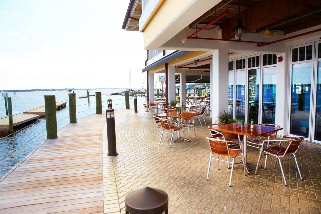 Riverhouse Reef & Grill - Waterfront Seafood restaurant with Outdoor Dining