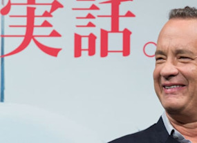 tom hanks crashed a couple s wedding photos in the nicest way possible
