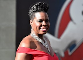 leslie jones leaves twitter in tears after attacks twitter ceo responds