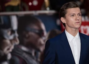 watch tom holland shame thor in spider man homecoming stunt