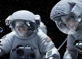 how do they do weightlessness in movies