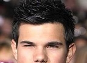 taylor lautner to flex muscles in cancun