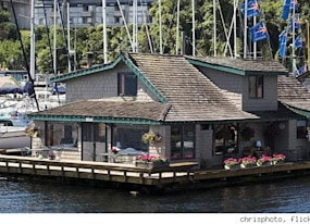 famous movie locations houseboat from sleepless in seattle seattle wa