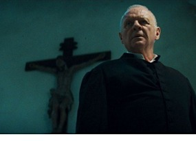 the rite review anthony hopkins fights to keep demons cliches at bay