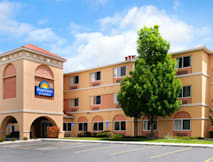 Days Inn & Suites Albuquerque Airport - Albuquerque, New Mexico -