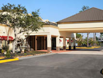 Monarchy Hotel & Suites Houston - Humble, Texas -