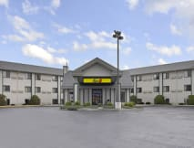 Super 8 Motel - Wisconsin Dells, Wisconsin - 