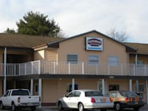 Country Hearth Inn and Suites - Delmar, Maryland -