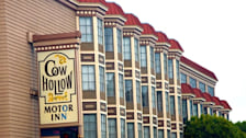 Cow Hollow Motor Inn & Suites