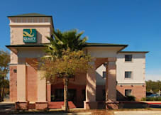 Days Inn & Suites Northwoods - San Antonio, Texas -