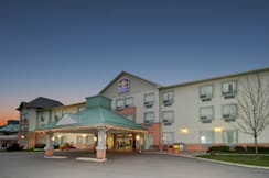 Best Western Plus Travel Hotel Toronto - Toronto, Canada - A beautiful & quiet setting for your trip!