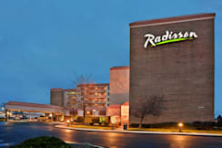 Radisson Hotel Cleveland Airport - North Olmsted, Ohio - Radisson Cleveland APExteriornight NEW