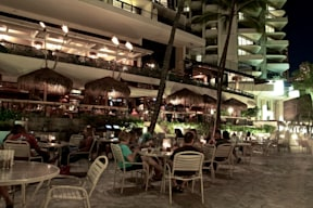 Duke&#039;s Restaurant &amp; Barefoot Bar - Honolulu, Hawaii