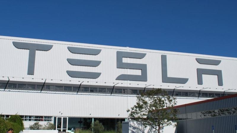 Tesla clarifies Autopilot on Chinese website following crash