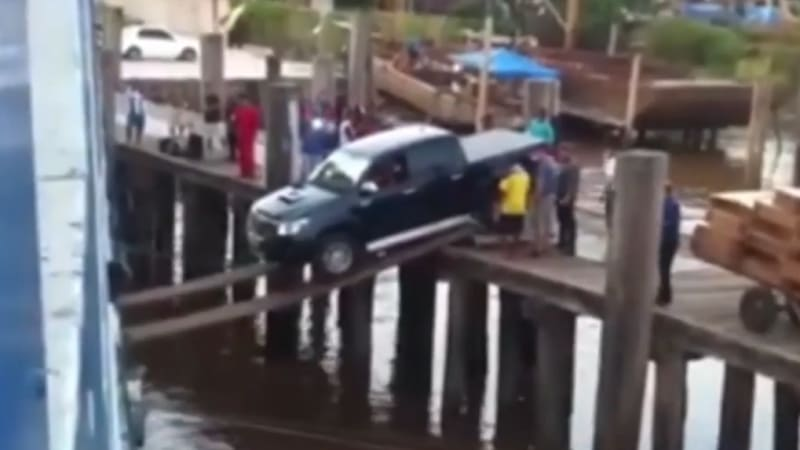 driver filmed loading a truck into a ship  using just two