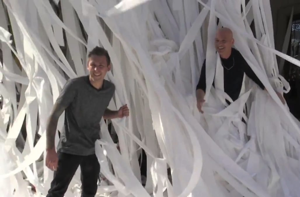 Howie mandel left speechless by toilet paper prank aol for Howie at home